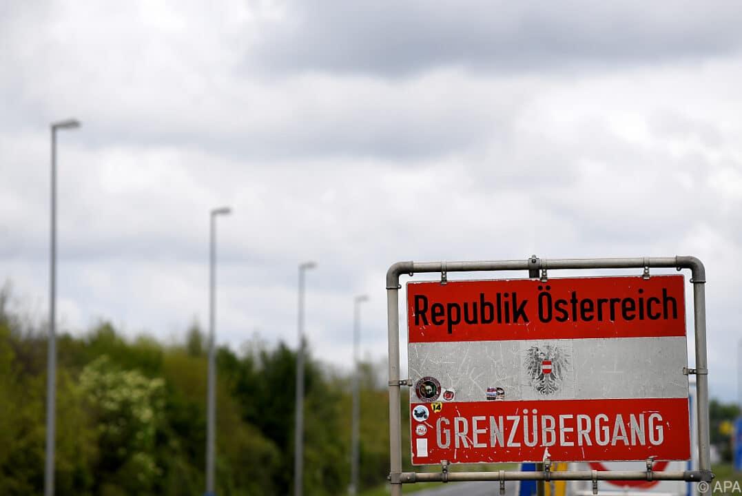 Grenzübergang nach Österreich. Wer einreisen will, braucht einen negativen Corona-Test.