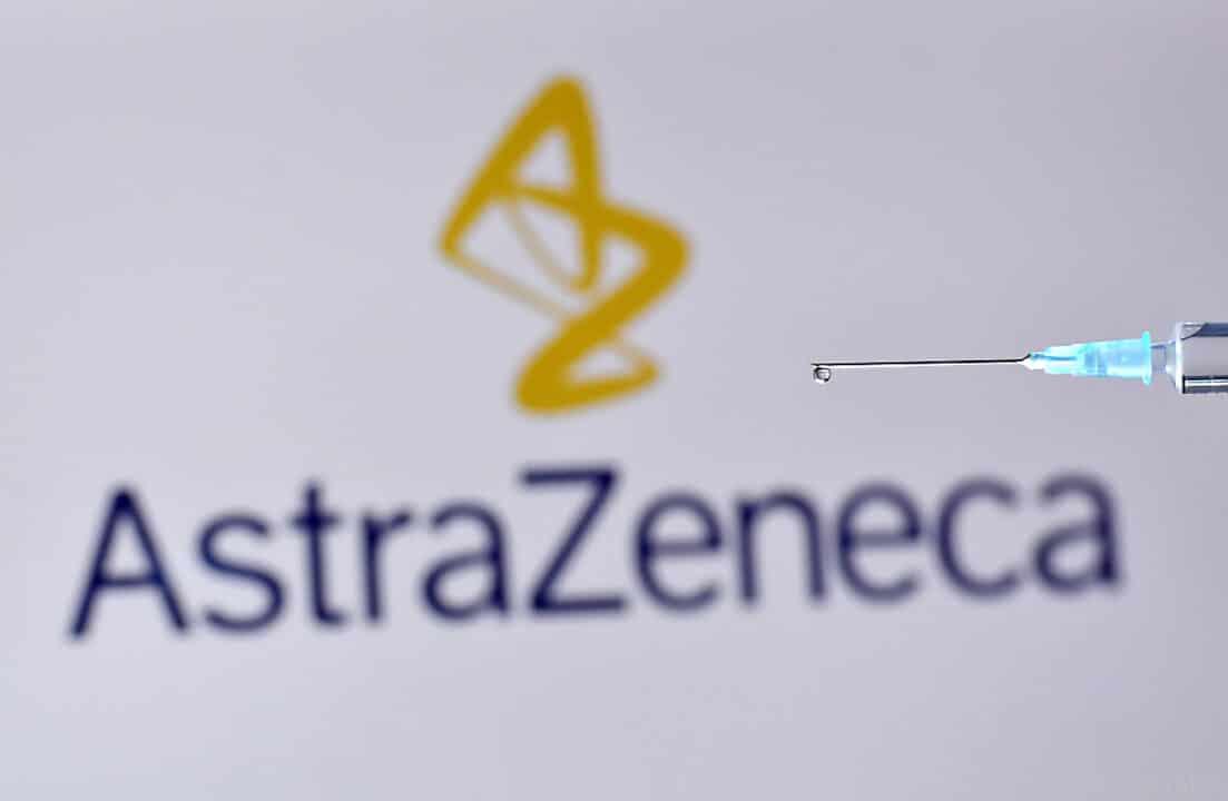 Logo von AstraZeneca - mit Impfnadel. Der Impfstoff von AstraZeneca wird nicht an Über-65-Jährige verimpft.