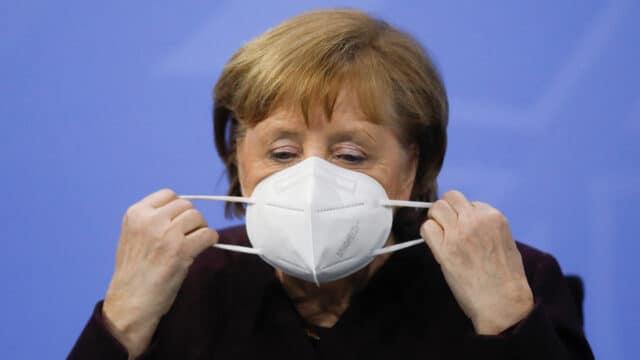 Die deutsche Kanzlerin Angela Merkel mit einer FFP2-Maske. Sie hat sich mit den Regierungschefs auf eine Verlängerung des Lockdowns geeinigt.