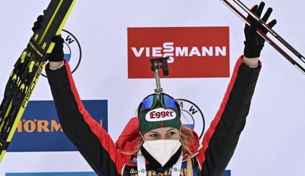 Lisa Hauser (Bild) gewann gemeinsam mit David Komatz, Simon Eder und Dunja Zdouc Silber bei der Biathlon-WM in Pokljuka.